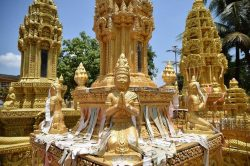 Battambang statues