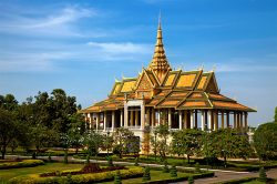 Golden Royal palace of Phnom Penh - Highlights of Cambodia