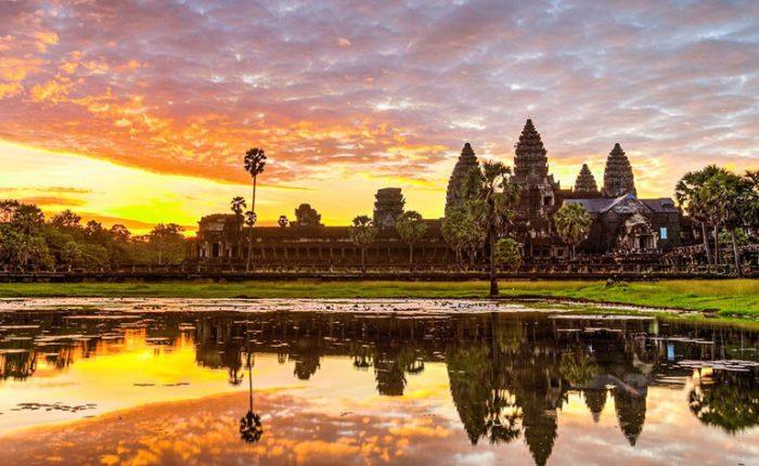 Sunrise in Angkor Wat in Siem Reap