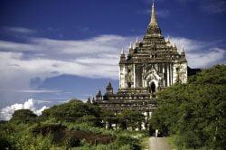 Horse ride through Thatbyinnyu temple (Bagan) - Myanmar tour of splendours