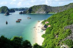 White sand beach at Lan Ha Bay - Vietnam Nature Tour with Hanoi Voyages