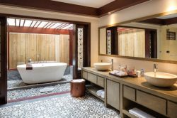 An Lam Retreat Suite Bathroom