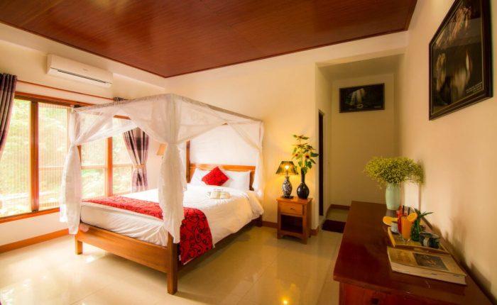charming room in lakehouse resort in Phong Nha