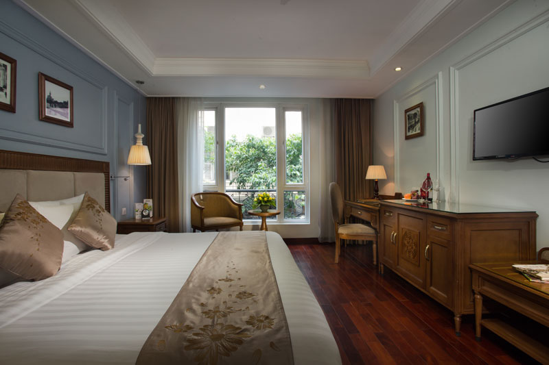 Hanoi Pearl Deluxe City View room