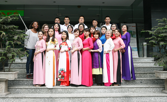 tours by locals ao dai Hanouvoyages team