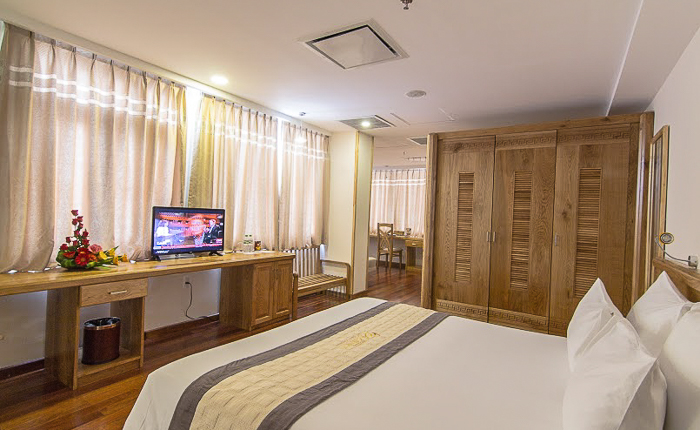 romance hotel hue suit room