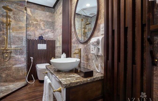 One of Azalea's cabins - bathroom