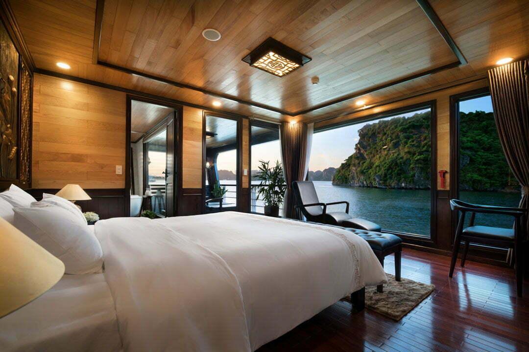 Grand suite balcony cabin perla dawn lan ha bay