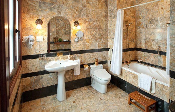Majestic Saigon Bathroom