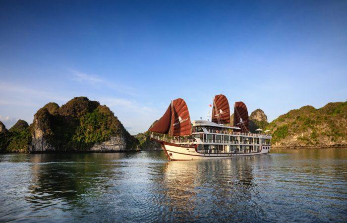 Perla Dawn Sails on Lan Ha Bay