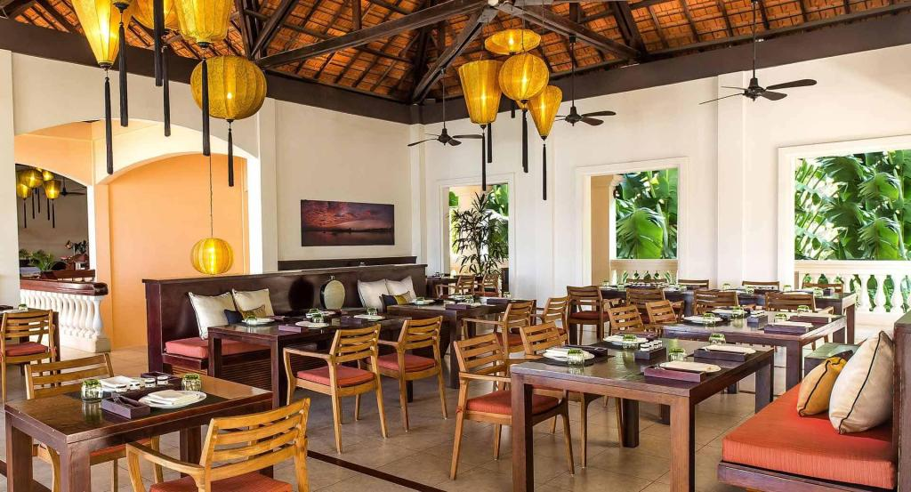 anantara resort - dining area