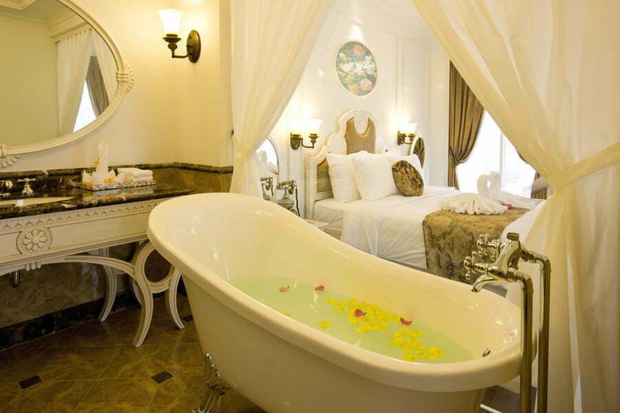 eldora hotel bathroom in deluxe city room
