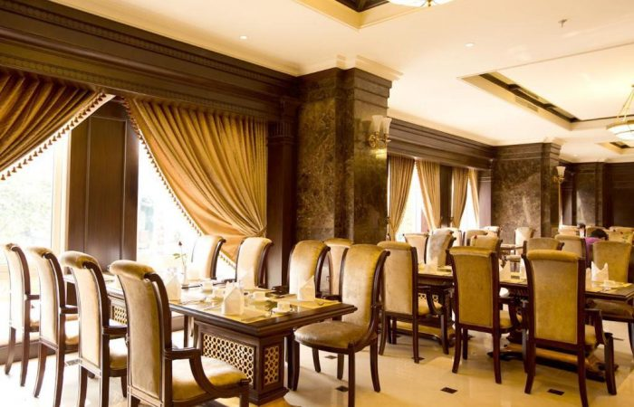 eldora hotel restaurant and seats
