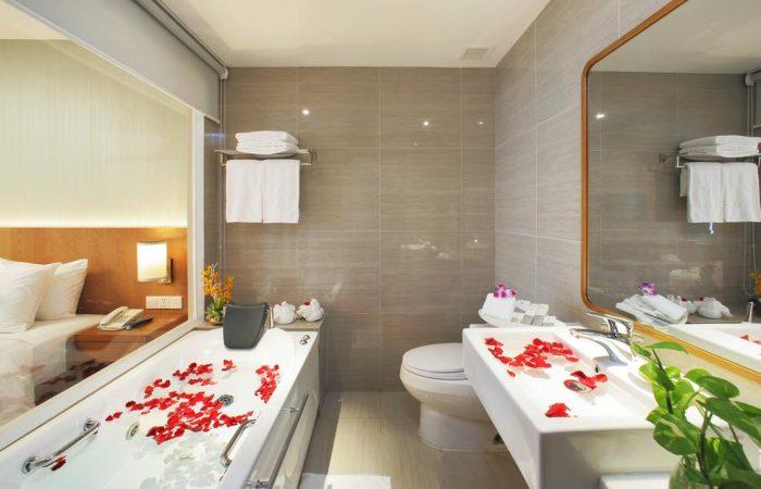 harmony saigon hotel, spacious bathroom