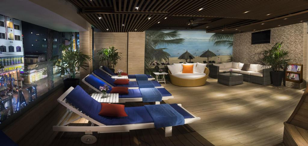 harmony saigon hotel - sun loungers