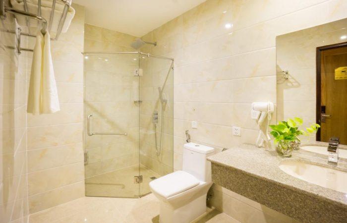 west hotel superior single bathroom