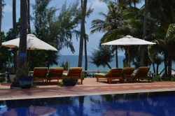Pool with loungers and ocean view at Phu Quoc resort Cassia Cottage