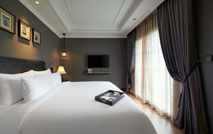 Big bed in the executive room of La Siesta Premium Hang Be