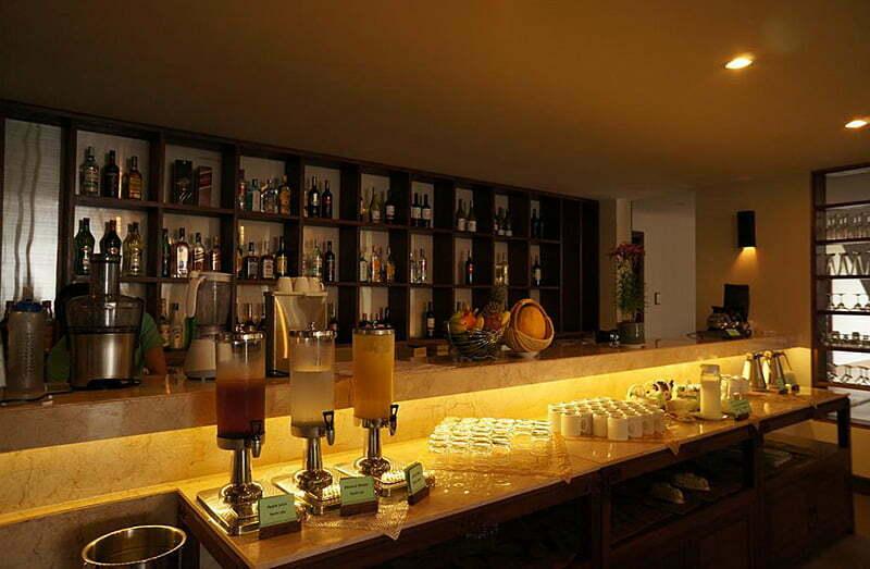 Vinh Hung Emerald Resort Bar