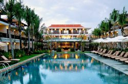 Vinh Hung Emerald Resort Pool